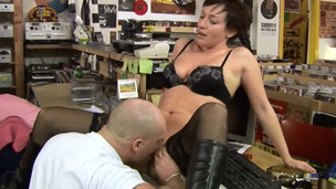 The security guy banging his perverted mother I`d like to fuck employer