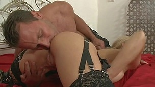 Nasty mother I`d like to fuck Cathy Campbell shows us Cathy can`t live without anal so much
