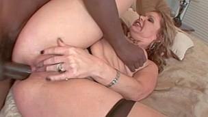 Slutty mother i`d like to fuck copulates a huge black dick
